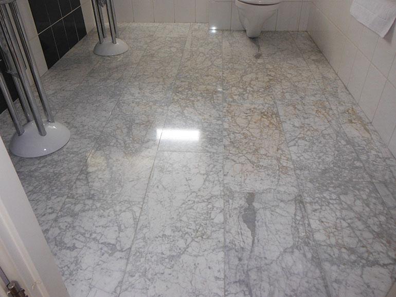 Badkamer geschuurd en gekristalliseerd